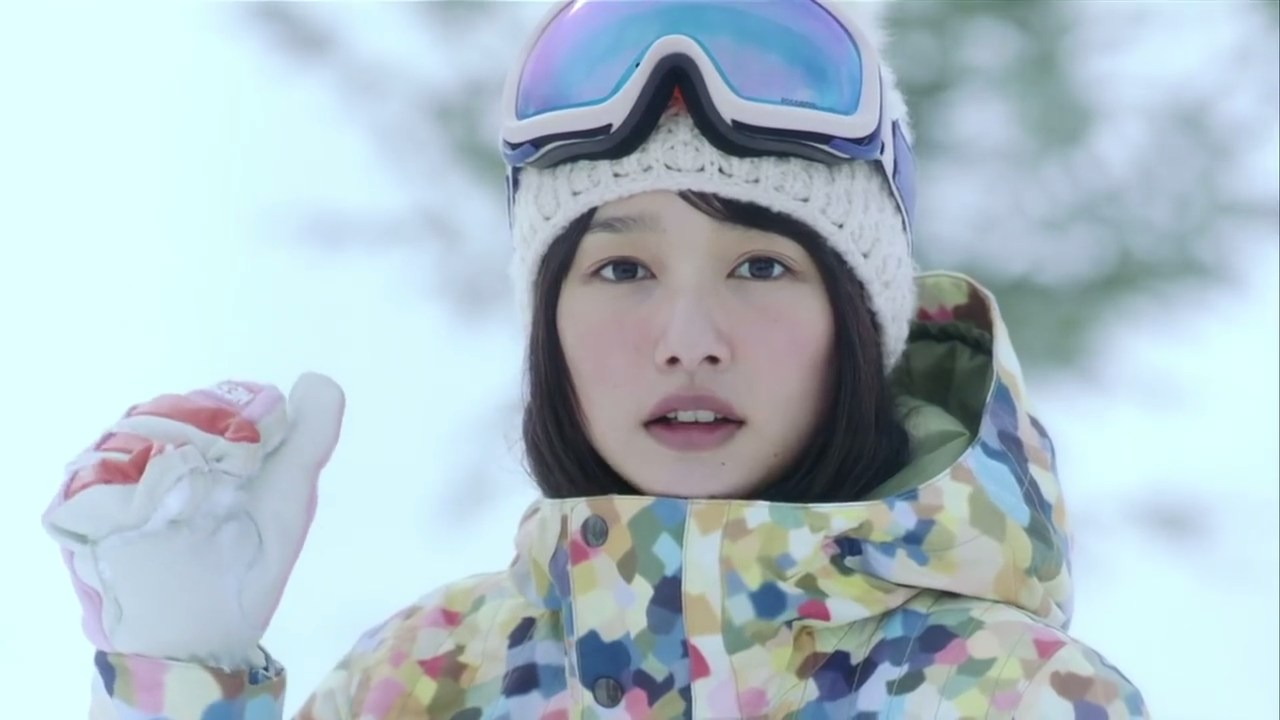 完全防備の暖かそうな格好をする桜井日奈子