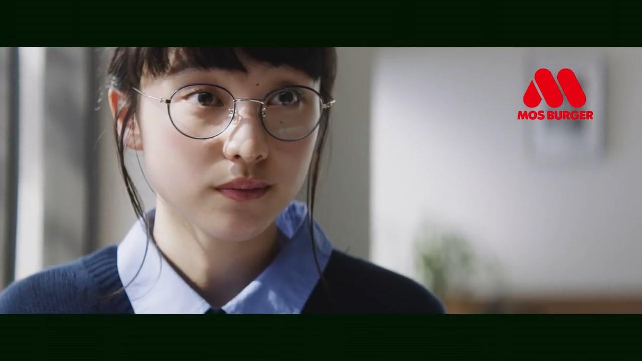 山田愛奈 モスバーガー TVCM「みんなのおいしさチェック(クリームチーズテリヤキバーガー)」篇