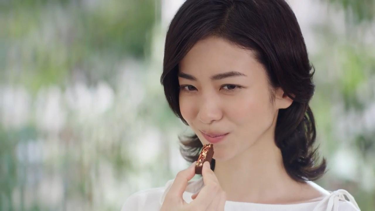 阪井まどか CM 「キットカット 毎日の贅沢 『贅沢の本質』クランベリー感Up篇」