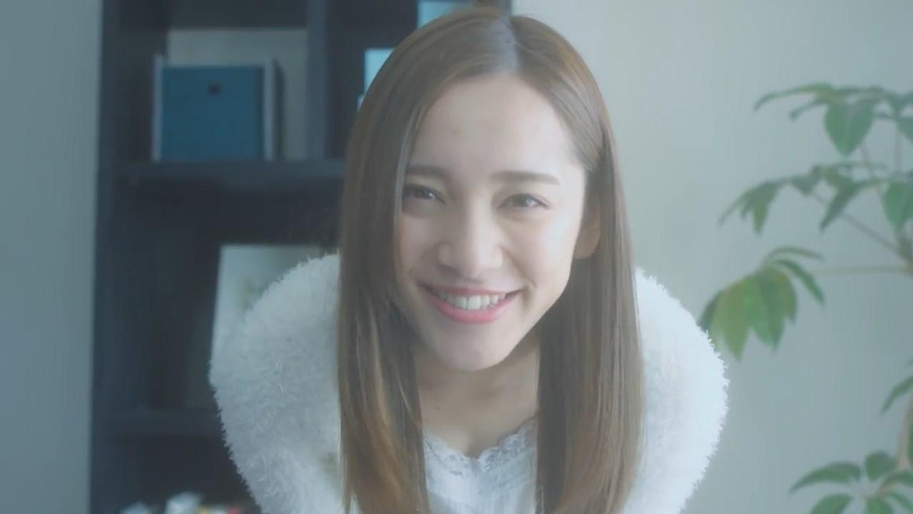 コラントッテ × 都丸紗也華 「彼女と、朝のベット」篇
