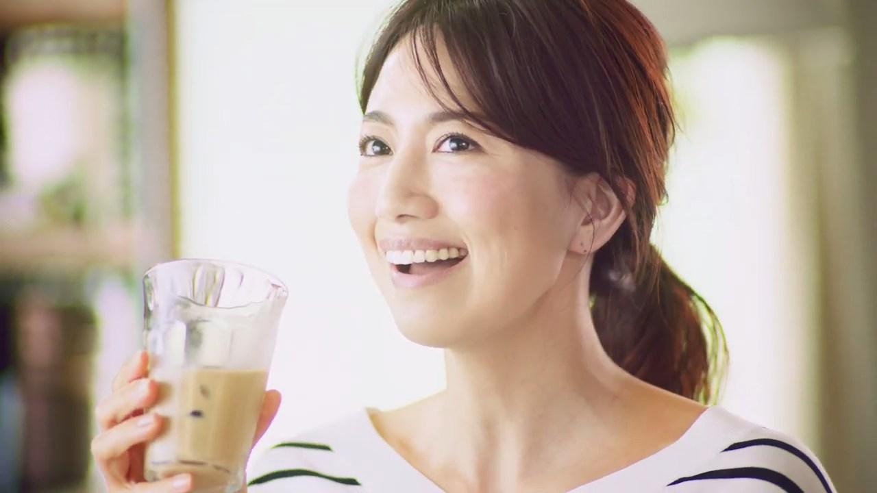 サントリー ボスラテベース 贅沢カフェインレス『我慢レス』 東原亜希