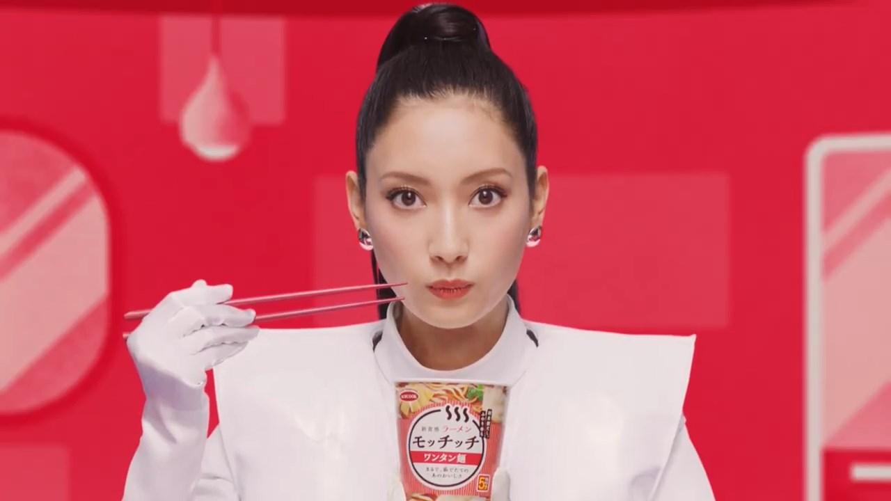 エースコック モッチッチ「菜々緒 ロボットダンス ラーメン」篇 菜々緒